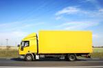 משאית הובלה בצבע צהוב
