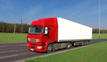 משאית הובלות בנסיעה