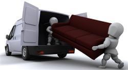 דמויות מובילות ספה אל תוך משאית הובלות