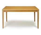 שולחן גדול מעץ