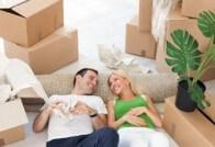 זוג במעבר דירה בהריון