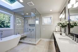 חדר אמבטיה ומקלחון